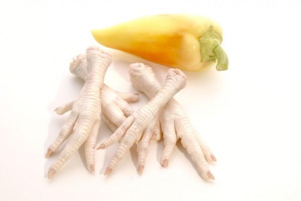 chicken feet - purchased #4955446_m - 123rf.com