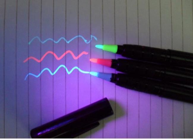blacklightpens.com